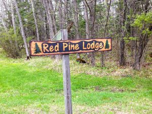 Red Pine Lodge Sign